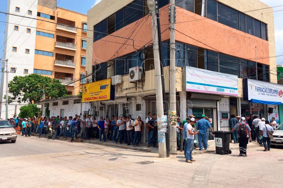 Hoy tamaulipas desempleados abarrotan oficina estatal for Oficina estatal de empleo