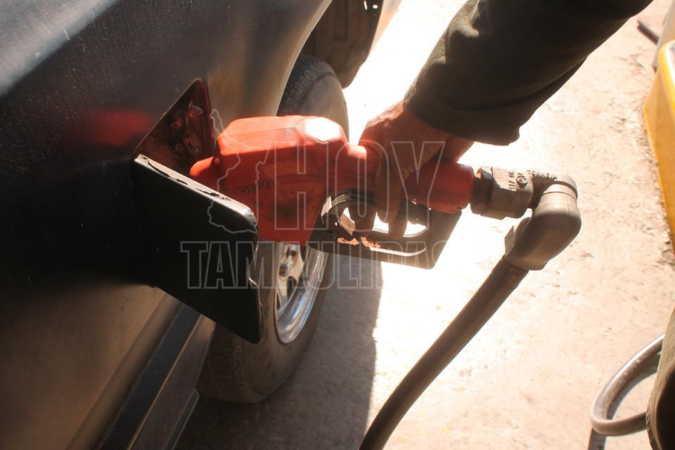 Como verter la gasolina con rav4