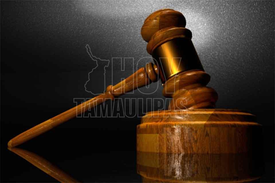 Por el administrador de casos de la corte adolescente