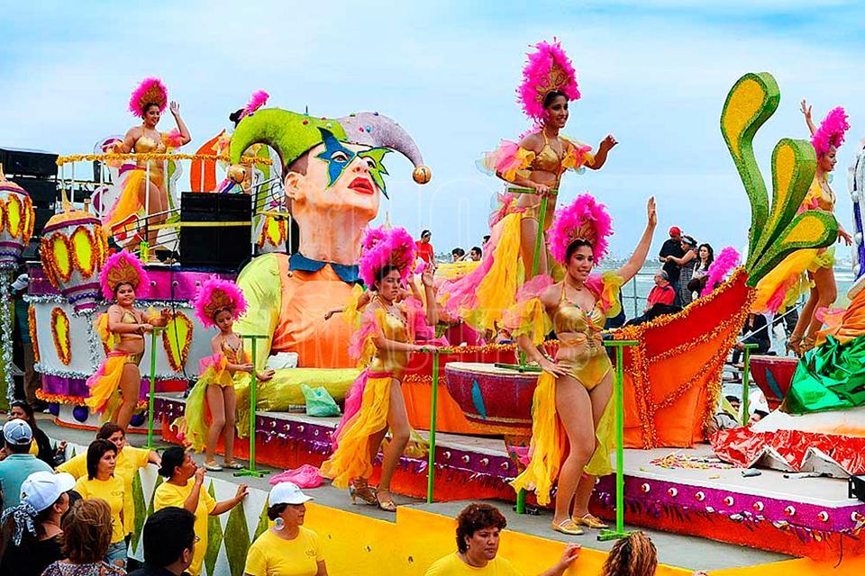 Hoy tamaulipas preparan carros alegoricos para desfile for Mejores carnavales del mundo