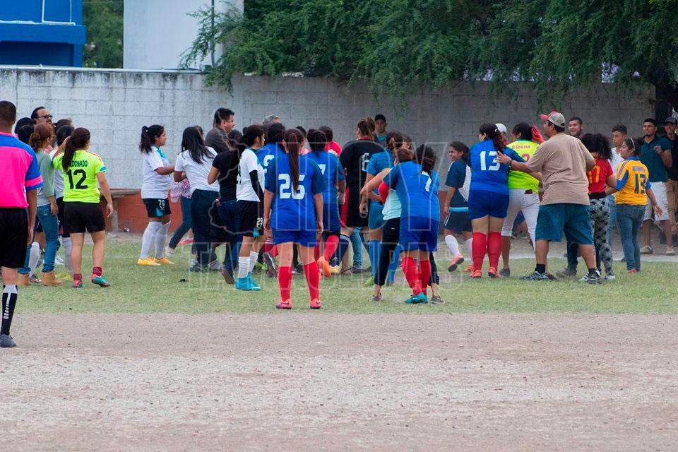 hoy tamaulipas suspenden un anio a jugadoras de futbol protagonistas de rinia en matamoros. Black Bedroom Furniture Sets. Home Design Ideas