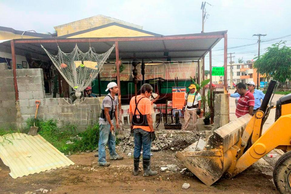 Hoy tamaulipas derriban en tampico restaurante colocado for Areas de un restaurante