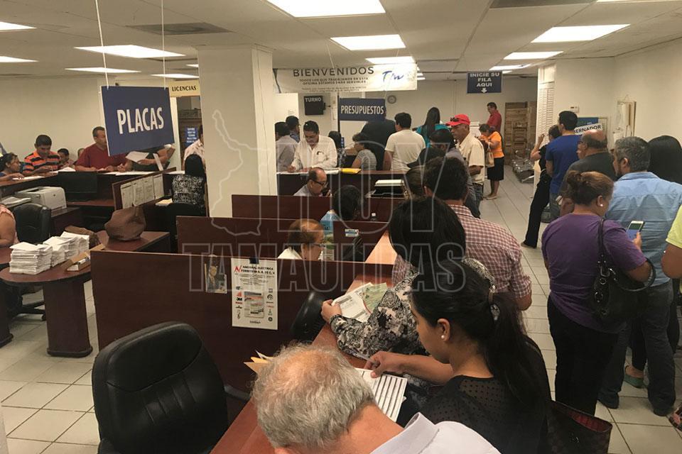 Hoy tamaulipas saturan oficina fiscal del estado en for Oficina del contribuyente