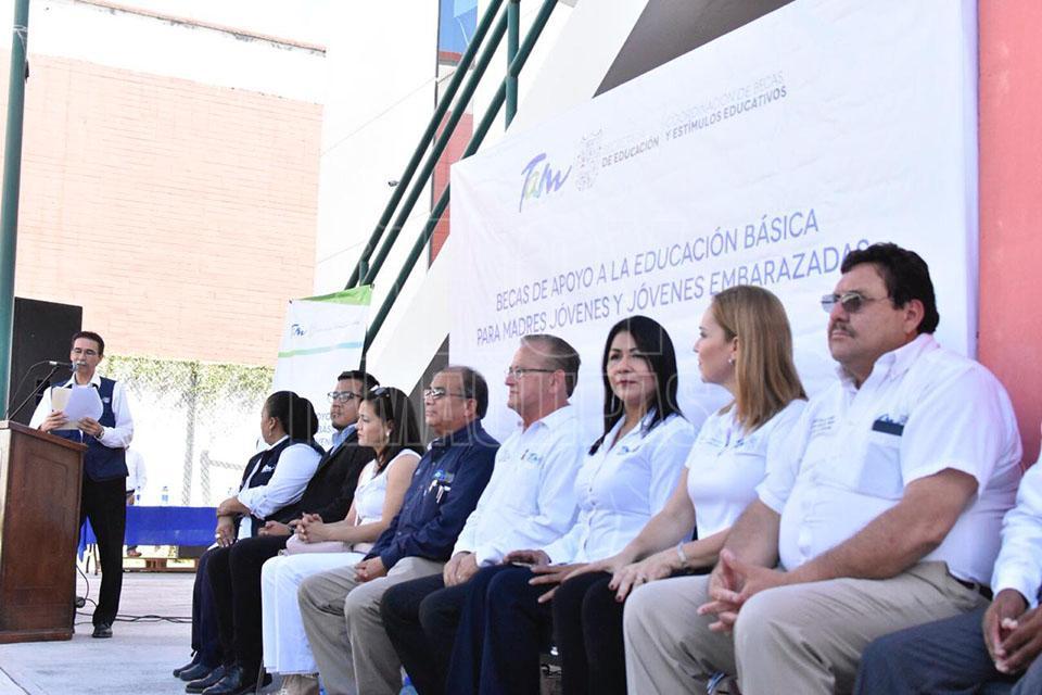 Hoy Tamaulipas Entregan Becas A Jovenes Madres Solteras Y