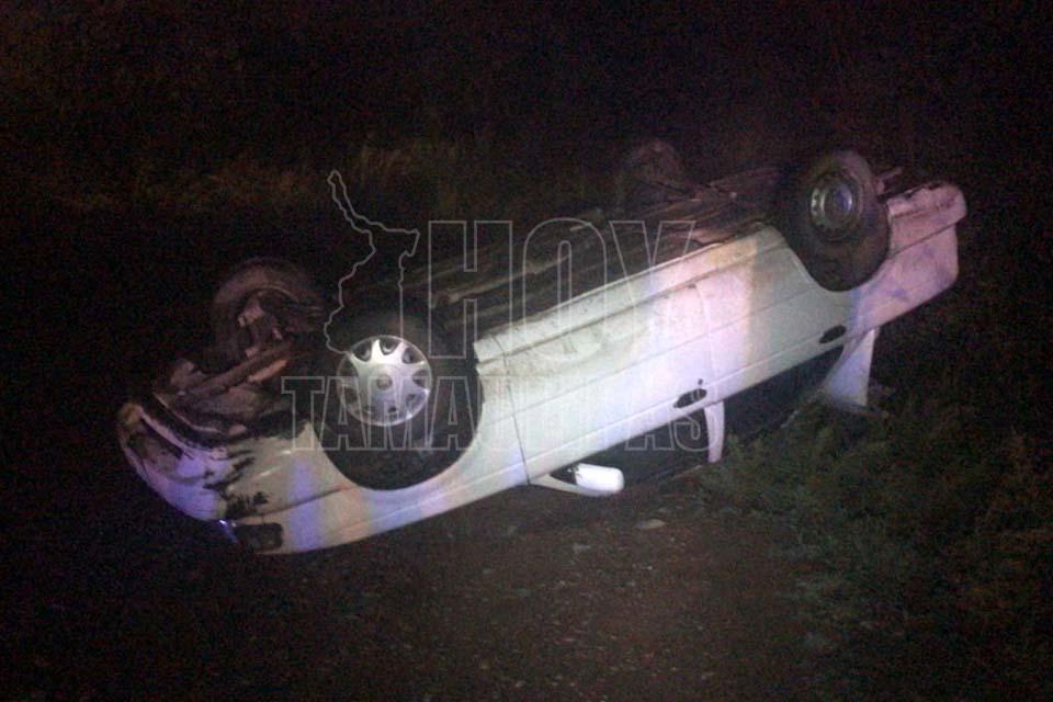 Vuelca auto en ejido de Ciudad Victoria - Hoy Tamaulipas