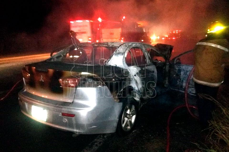 Choca con remolque y termina incendiado en Altamira - Hoy Tamaulipas