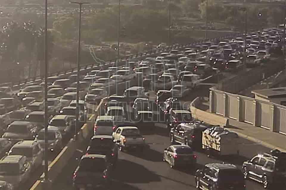 Hoy Tamaulipas - Saturan Puentes Internacionales de Nuevo Laredo