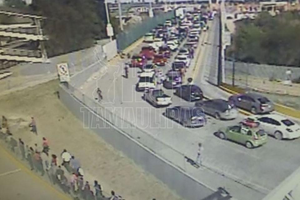 Hoy Tamaulipas - Tardan mas de dos horas en cruzar Puente